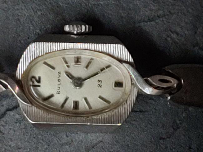 [Ladies don't know date] Bulova watch
