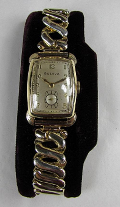 1943 Senator Bulova Gold color watch #1